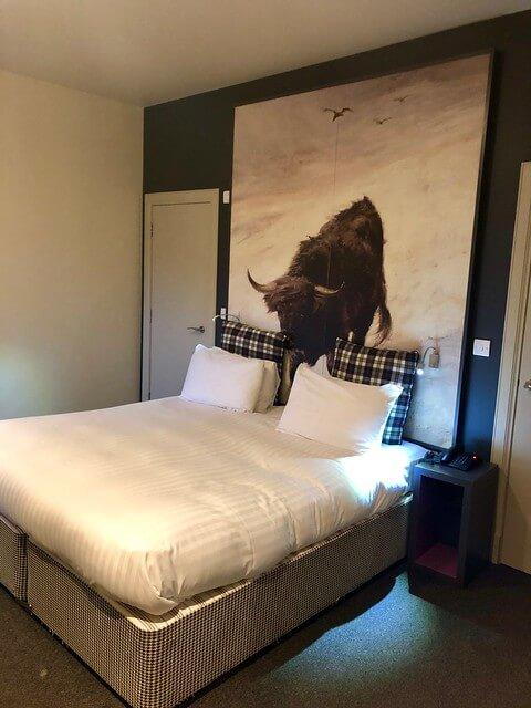 king bed double room b+b edinburgh scotland