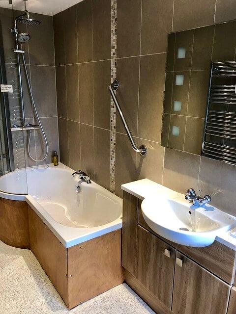 errichel house bathroom, modern tub shower combination
