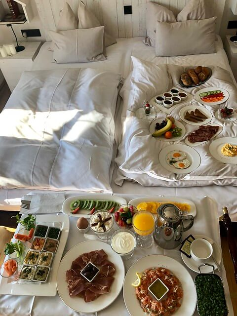 room service, breakfast in bed, hotel wiesler breakfast