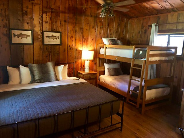 family-friendly cabin, greenhorn ranch cabin with bunk beds, greenhorn ranch guest room