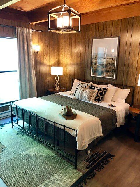 lodge king room, greenhorn ranch king bed, western ranch design