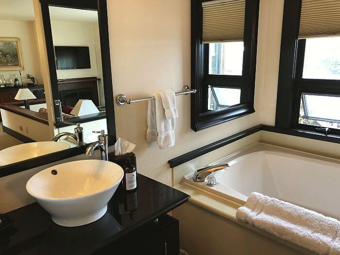 Noyo Harbor Inn, Mendocino, huge tub in Queen Tub room