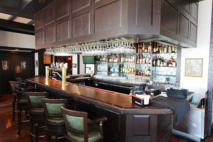 Snug Pub Bar Oak Bay Beach Hotel