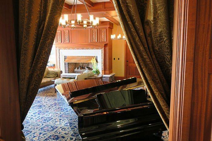 Grand Piano Lobby Oak Bay Beach Hotel