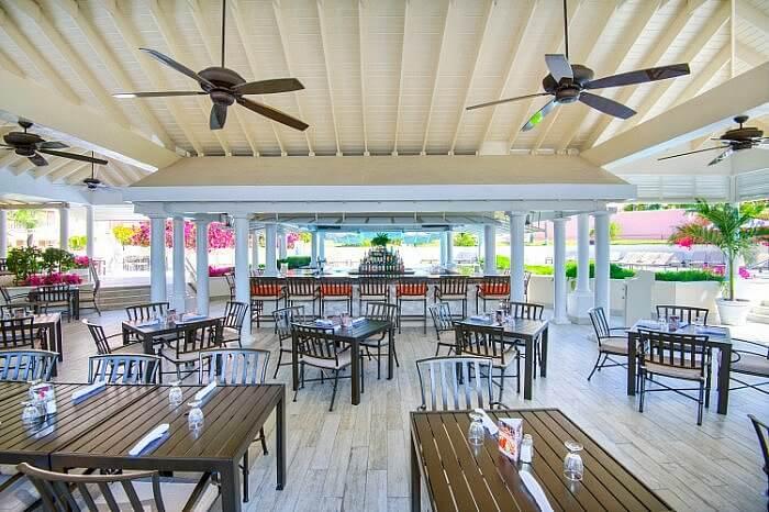 Comfort Suites paradise island pool dining
