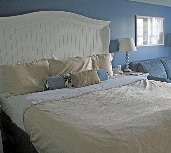 Guest room, Watkins Glen Harbor Hotel, Watkins Glen, New York (Photo by Susan McKee)