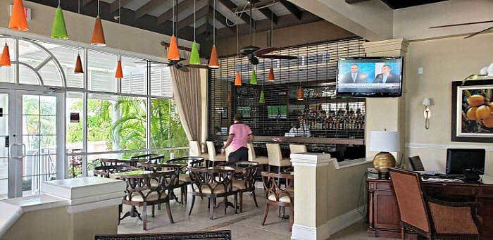 comfort suites paradise island reception area