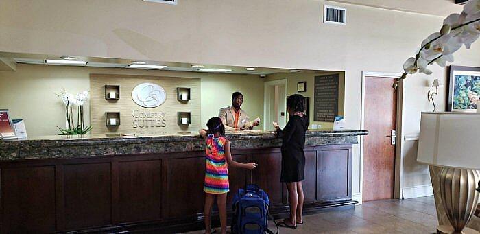 comfort suites paradise island reception bahamas