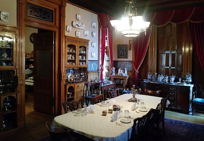 Butte bed and breakfast historic dining room