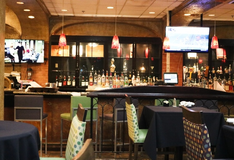 bar and restaurant at Crowne Plaza hotel near Cleveland Airport