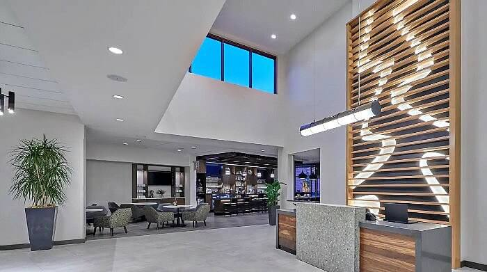 The comfortable and welcoming lobby of the Hyatt Place Eugene Oakway Center includes a lobby bar.
