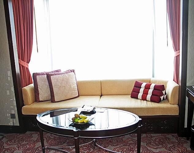 Sitting area of guestroom at Shangri-La Bangkok (Photo by Susan McKee)