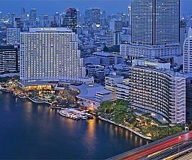Shangri-La Bangkok at night (Photo courtesy of hotel)