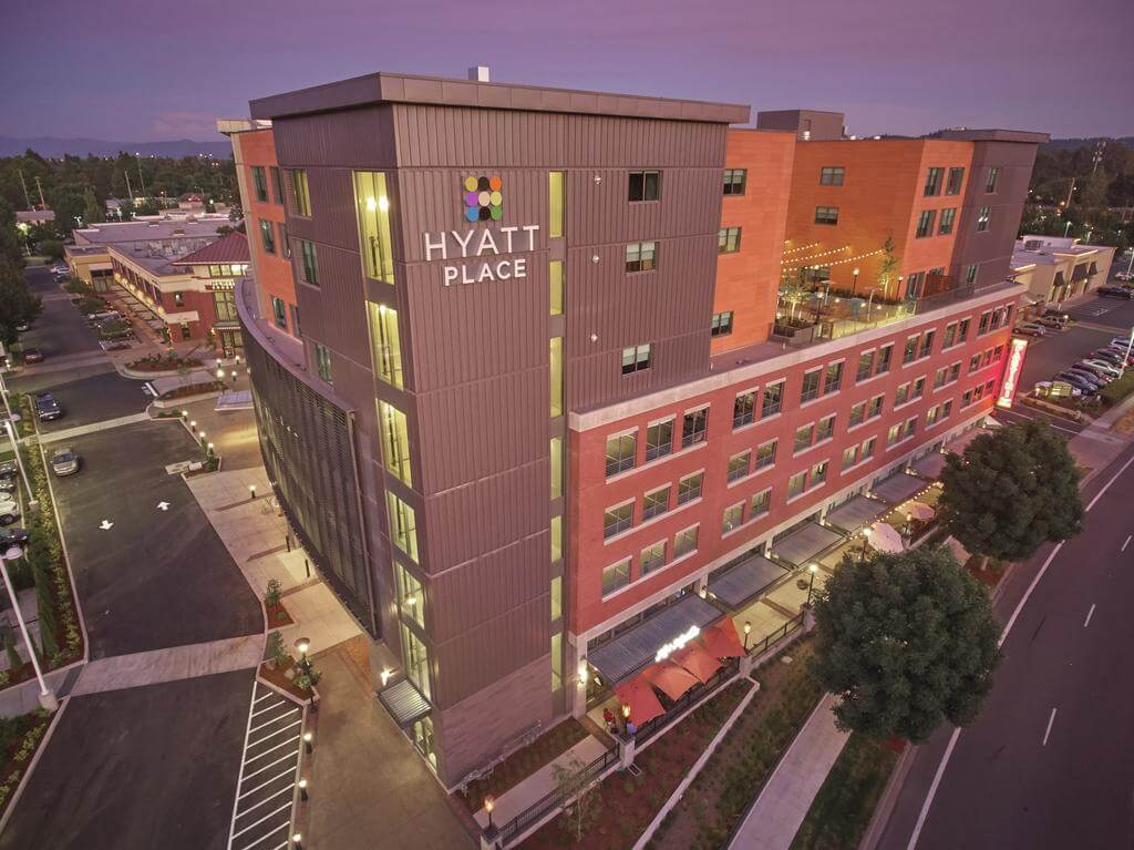 Stay & play in Oregon at the Hyatt Place Eugene Oakway Center and be close to the university and downtown.