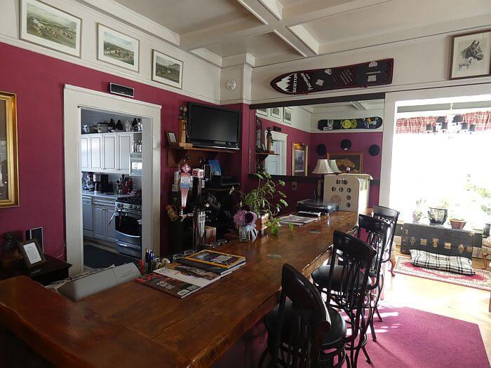 Hartland Inn Idaho bar