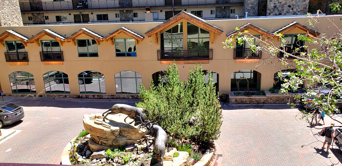 Circle driveway entrance to the Antlers at Vail includes a sculpture and limited parking to check in and unload.