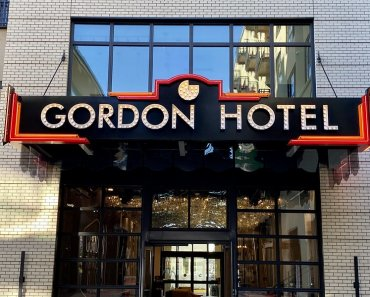 Gordon Hotel entrance near University of Oregon